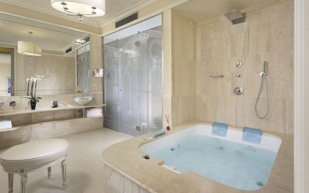 Suite con jacuzzi in camera a firenze hotel brunelleschi - Vasca in camera da letto ...