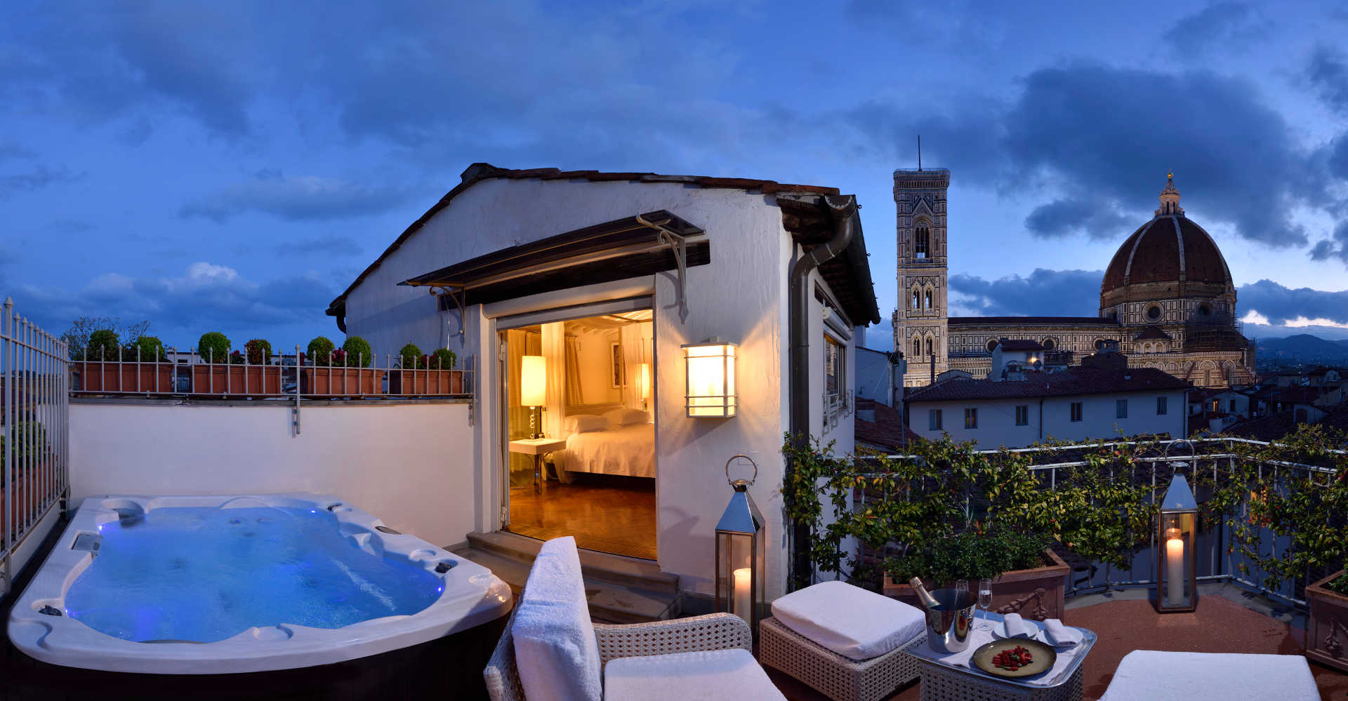 Suite Con Jacuzzi In Camera A Firenze Hotel Brunelleschi